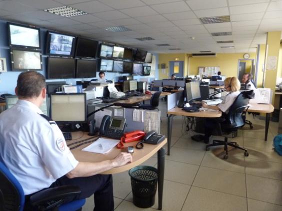 L'appel angoissé de la septuagénaire est arrivé au Centre d'information et de commandement (CIC) de l'hôtel de police de Rouen qui a dépêché aussitôt deux équipages de la BAC