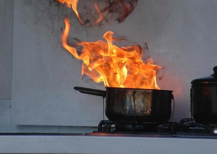 La casserole contenait de l'huile - Illustration © iStock