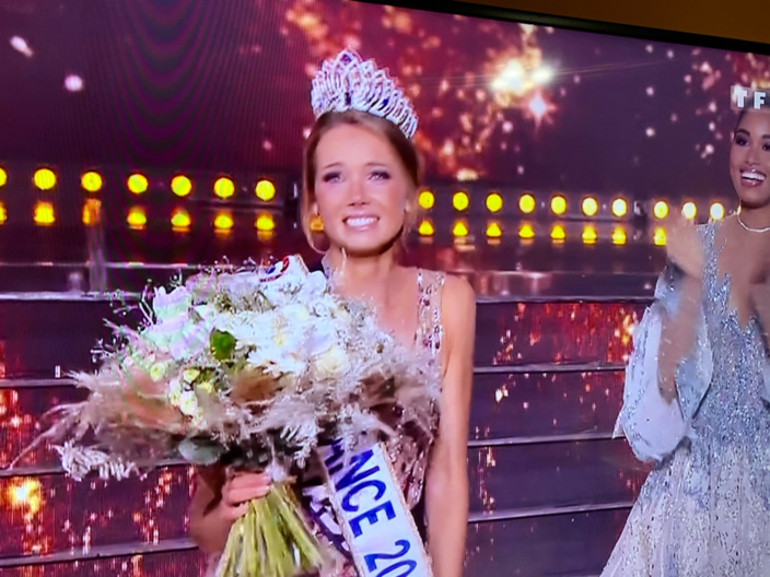 Amandine Petit, Miss Normandie, coiffe la couronne enviée de Miss France 2021