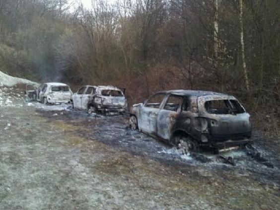 Ces voitures retrouvées calcinées dans une clairière à Préaux ont servi à la préparation du braquage