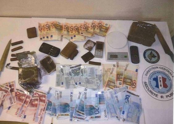 1 kg de résine de cannabis et 1400 euros en petites coupures ont été découverts dans l'appartement  des Hauts-de-Rouen, un quartier placé en zone de sécurité prioritaire