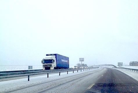 Les poids-lourd de plus de 7,5 tonnes et les transports de matières dangereuses ne doivent pas dépasser la vitesse de 80 km/h