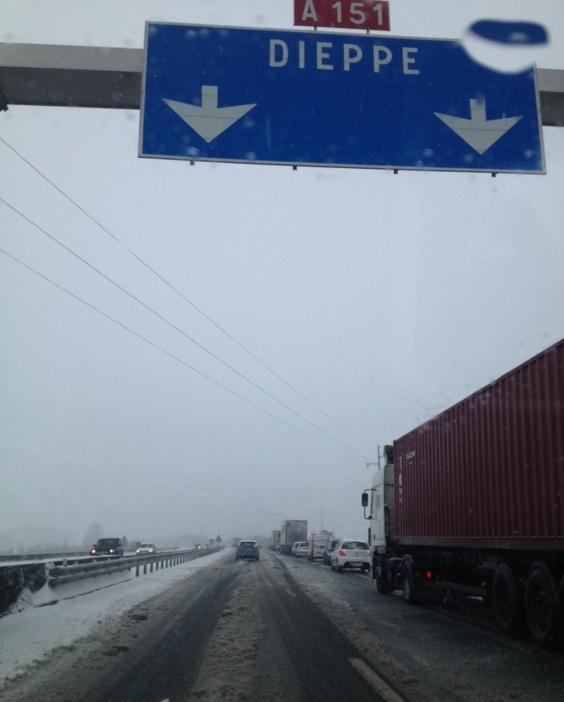 Une couche de neige allant jusqu'à 5 cm par endroits est observée ce matin en Haute-Normandie (Photo infonormandie.com)