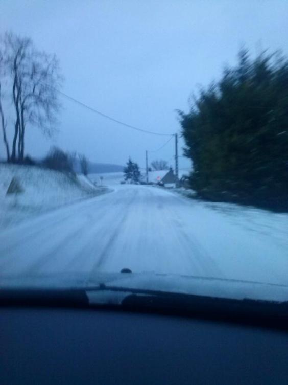 Route glissante ce matin entre Ecos et Gasny (Eure) nous signale Julie qui a pris cette photo