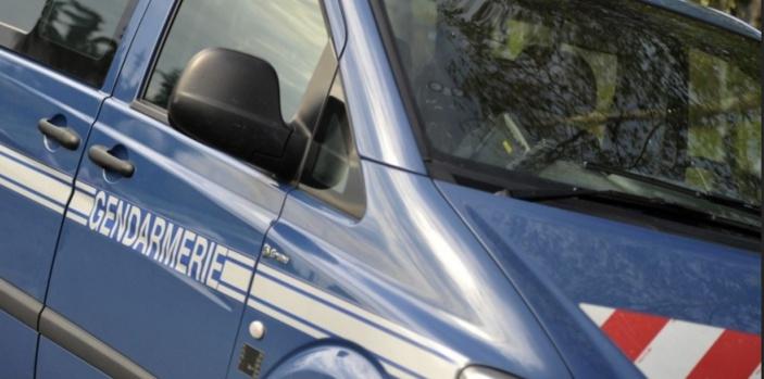Dans la collision, deux gendarmes de Brionne, venus en renfort, ont été blessés légèrement - Illustration