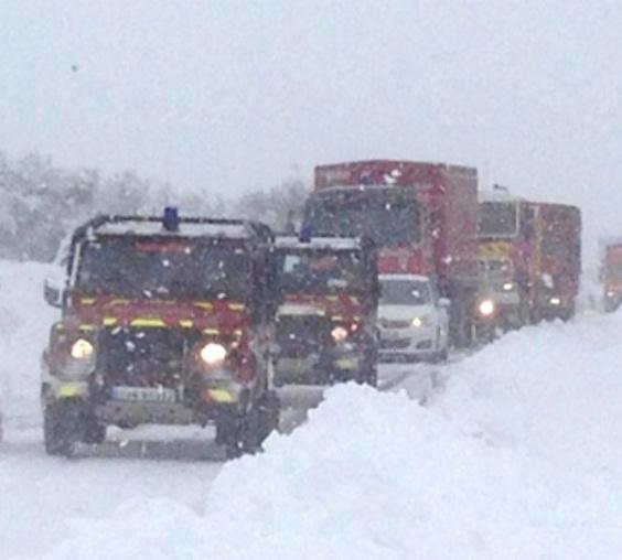 """""""Nous avons vu des dizaines de voitures abandonnées"""", racontent des pompiers venus en renfort en Seine-Maritime"""