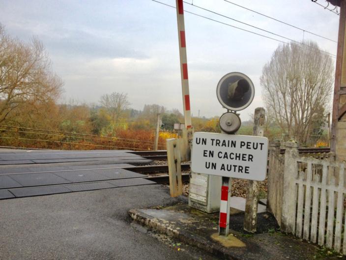 La collision s'est produite au passage à niveau N°14, à La Houssaye-Béranger - Illustration © infoNormandie