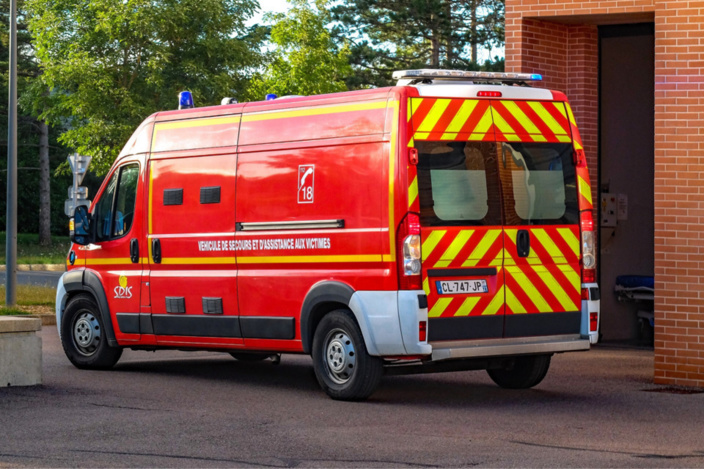 Le conducteur blessé à une jambe a été transporté par les sapeurs-pompiers à l'hôpital Jacques-Monod - illustration @ infoNormandie