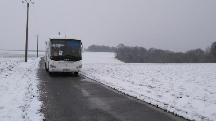 """L'Eure est placé en vigilance orange """"neige-verglas"""" pour aujourd'hui mardi et demain. Les transports scolaires sont interdits par arrêté préfectoral - Illustration © infoNormandie"""
