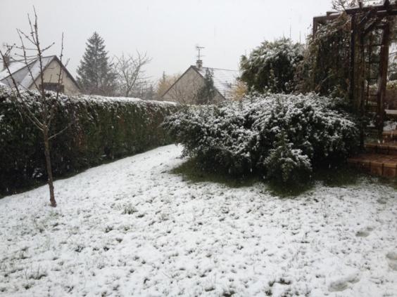 Quelques petits centimètres de neige sont tombés ce vendredi matin dans l'Eure. Pas de conséquences sur la circulation ni sur l'activité économique (Photo Infonormandie.com)