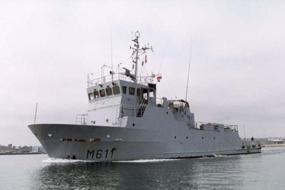 Le Vulcain sert de base aux plongeurs-démineurs (Photo Marine nationale)