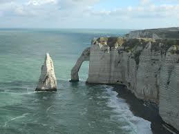 Les falaises d'Etretat sont tristement connues aussi pour ses suicides