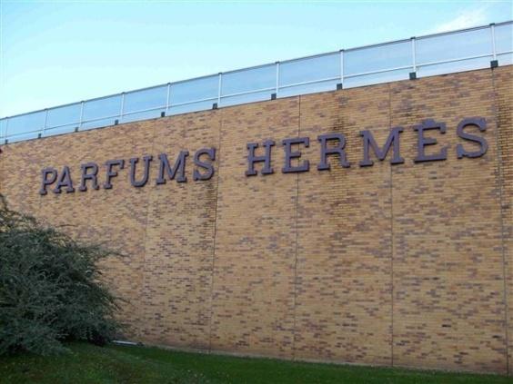 Un camion de produits Hermès attaqué par de faux policiers qui prennent le chauffeur en otage