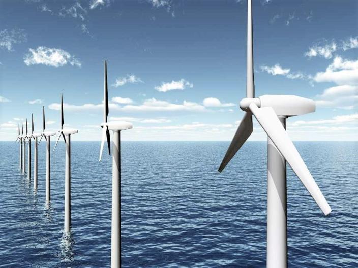 64 éoliennes seront implantées en mer, à une dizaine de kilomètres de la côte du Calvados - Illustration © iStock