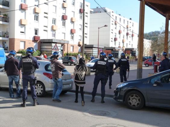 L'immeuble de la rue de la Rochelle est placé sous haute surveillance durant l'interpellation