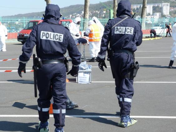 Les policiers ont pu, à cette occasion, tester de nouveaux habits spécialement adaptés à ce type d'intervention