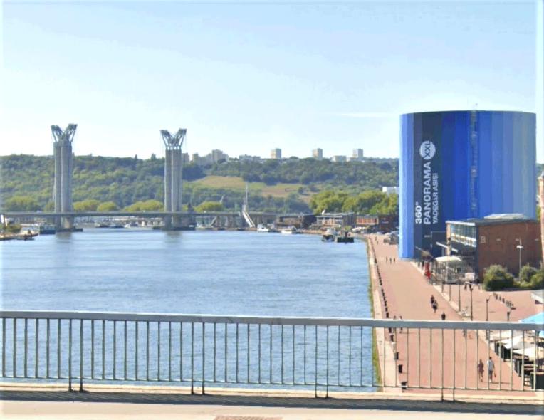 La femme s'est jetée du pont Guillaume-le-Conquérant