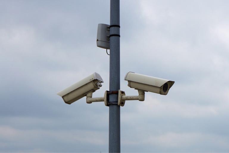 Le pylône de la vidéosurveillance a résisté à la disqueuse des individus - Illustration @ Pixabay