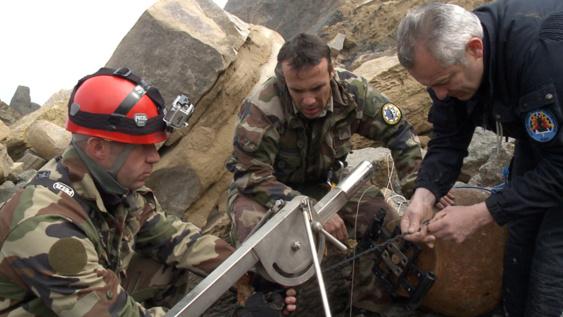 La bombe se situait en contrebas d'une falaise, à 200 m seulement du Centre régional opérationnel de surveillance et de sauvetage (CROSS) Gris-Nez.