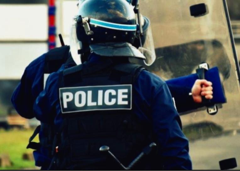 Les policiers ont dû faire usage de leur armement collectif pour contraindre les perturbateurs à se disperser - Illustration © DDSP 76