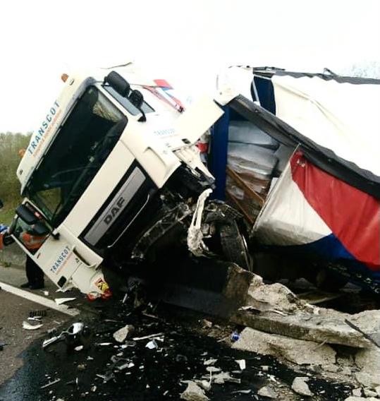 Le chauffeur a été légèrement blessé dans l'accident - Photo @ gendarmerie / Facebook