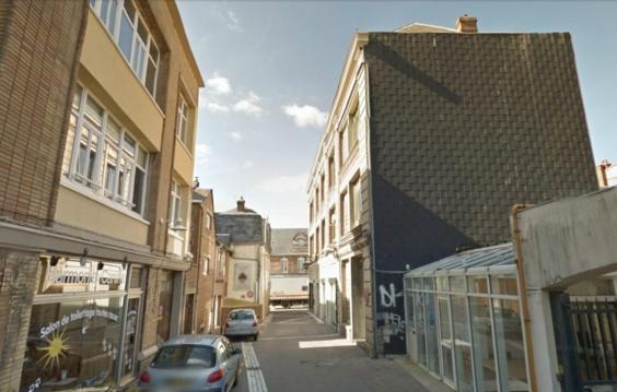 C'est dans un de ces petits immeubles de ville de la rue Bailly que l'explosion s'est produite ce matin (Photo Google Maps)