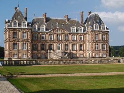 Le château de Cany appartient depuis trois générations à la famille de Dreux-Brézé