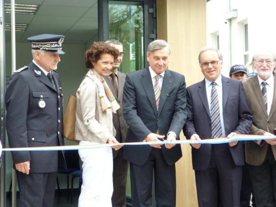 Le préfet Pierre-Henry Maccioni entouré du maire de Bois-Guillaume-Bihorel et du directeur de la sécurité publique, François Mansard, lors de l'inauguration