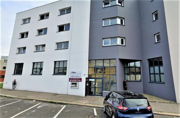 La victime s'est défenestrée du deuxième étage de cette résidence hotelière - Illustration © Google Maps