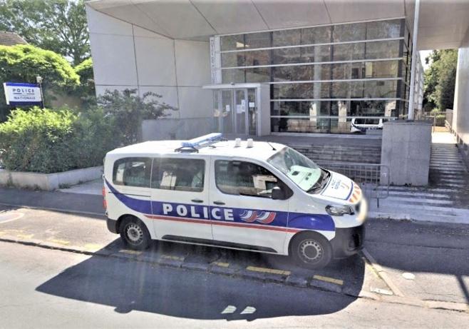 Le drame s'est déroulé dans le hall du commissariat de police - Illustration © Google Maps