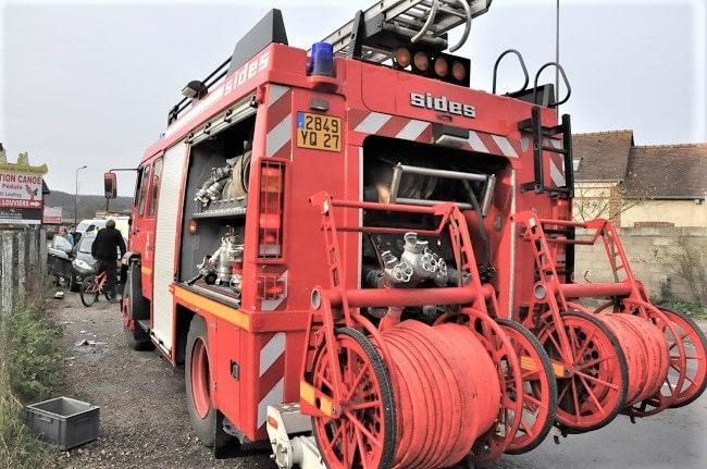 Les sapeurs-pompiers ont établi trois lances - Illustration © infoNormandie