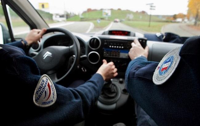 L'automobiliste a été rattrapé par les policiers après avoir commis une infraction au code de la route - Illustration