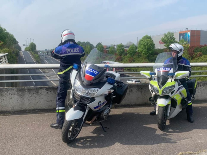 Les policiers de la brigade motocycliste de Rouen et du Havre sont équipés depuis peu de temps d'un nouveau radar baptisé Mercura TruSpeed - Photo © DR