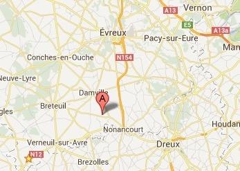 Hellenvilliers est situé sur la D 49 à 8 km de Nonancourt  et 3,5 km de Grandvilliers