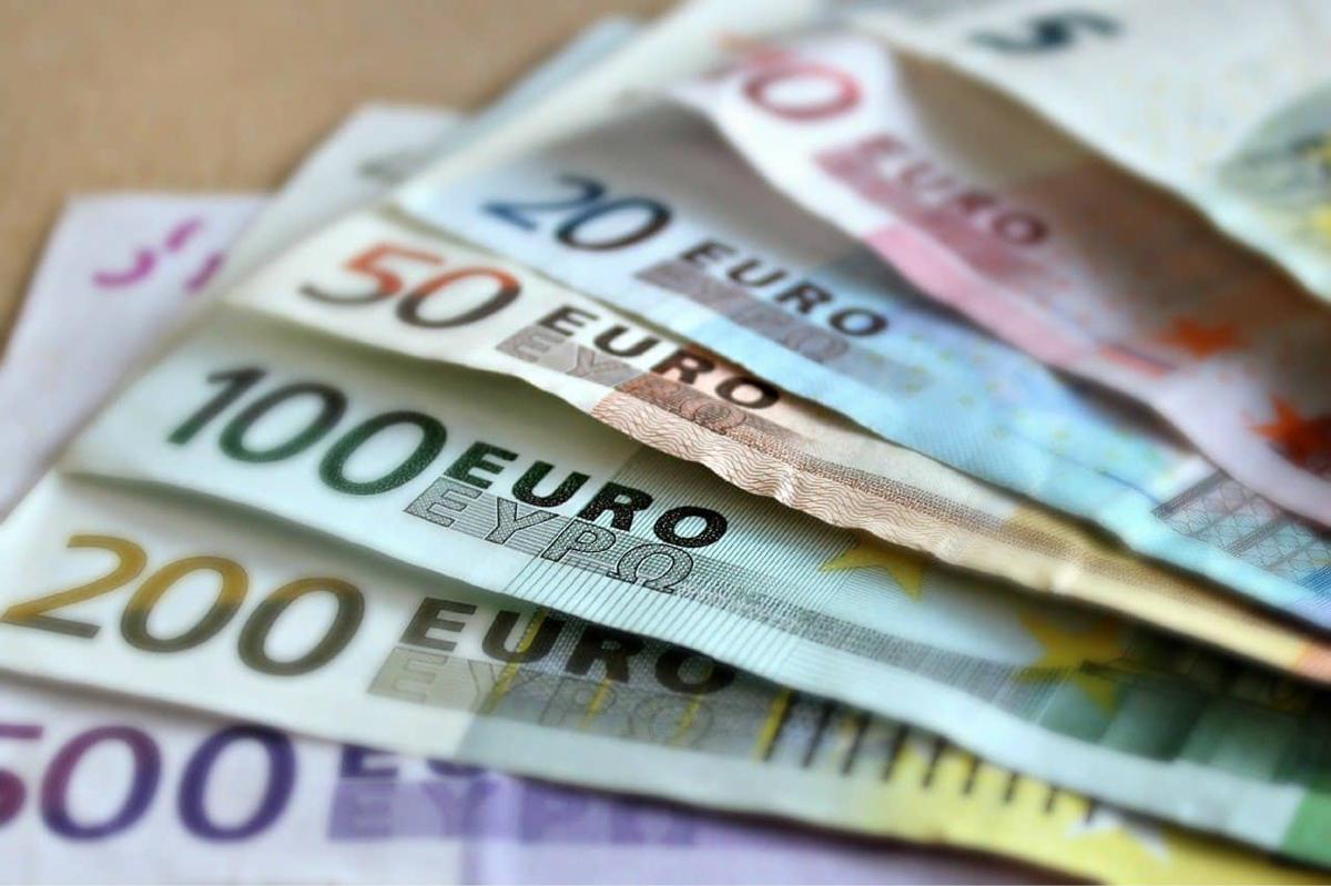 Plus de 14 000€ en billets de banque ont été découverts lors des perquisitions - illustration @ Pixabay