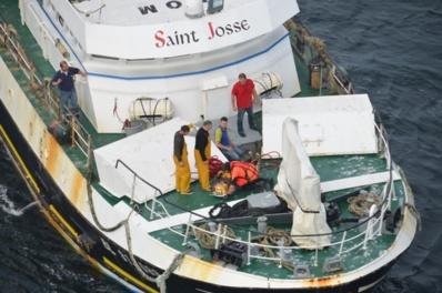 Le marin-pêcheur s'est blessé accidentellement au visage. Il a été hélitreuillé pour être évacué sur l'hôpital de Boulogne (Photo Premar Manche)
