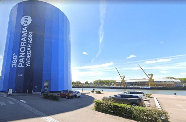 L'homme a été aperçu alors qu'il sautait dans la Seine depuis la promenade Normandie-Niemen, près du panorama XXL