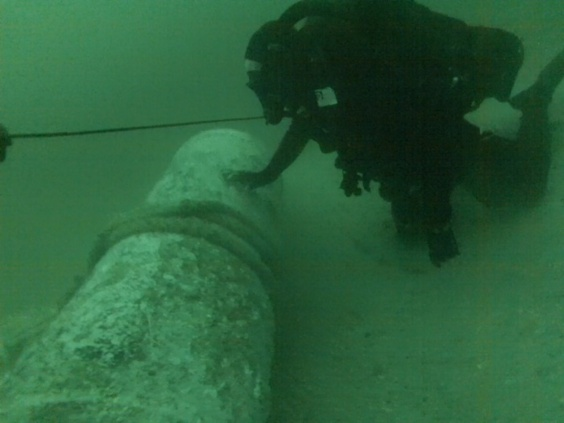 Cette mine de 800 kg a été remontée dans les filets d'un chalutier avant d'être rejetée à la mer (Photo Marine nationale)