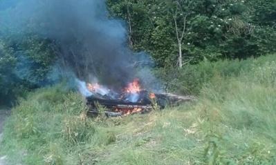 Le feu dont on ignore l'origine s'est déclaré dans un tas de branchages, en lisière de bois
