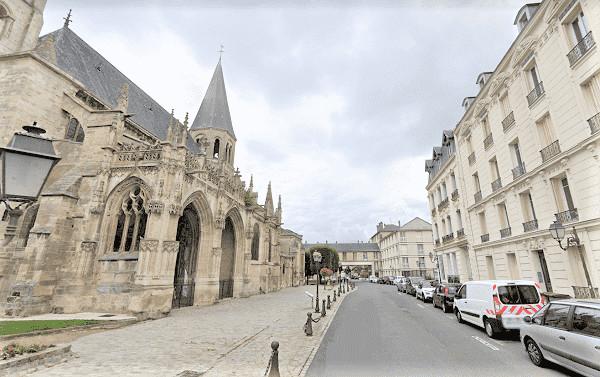 Les ossements ont été découverts dans une propriété de la rue de l'Église près de la collégiale - illustration