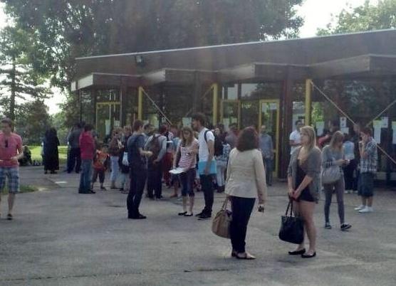 La longue attente des résultats ce vendredi matin (photo Infonormandie.com)