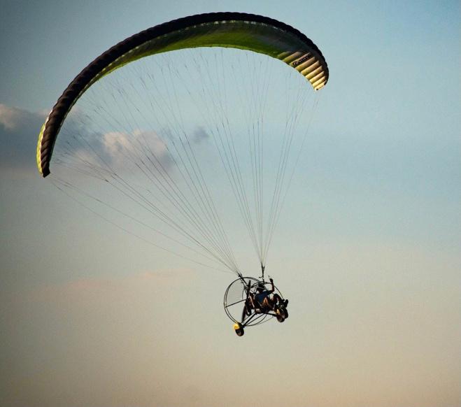 Le pilote et son engin ont fait une chute de 15 m environ - Illustration @ Pixabay