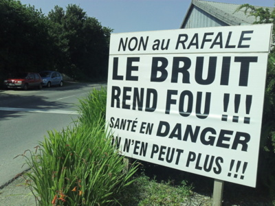 La contestation s'affiche aux entrées du village : no comment (Photo Infonormandie)