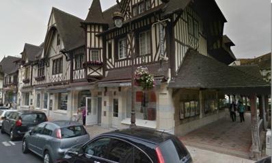 Le Printemps est situé rue Eugène Colas, en centre-ville de Deauville (Google Maps)