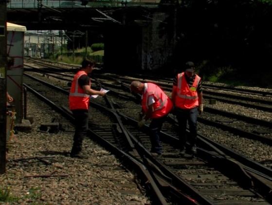Le contrôle des éclisses à l'origine de la catastrophe fait l'objet d'une attention toute particulière (Photo SNCF)