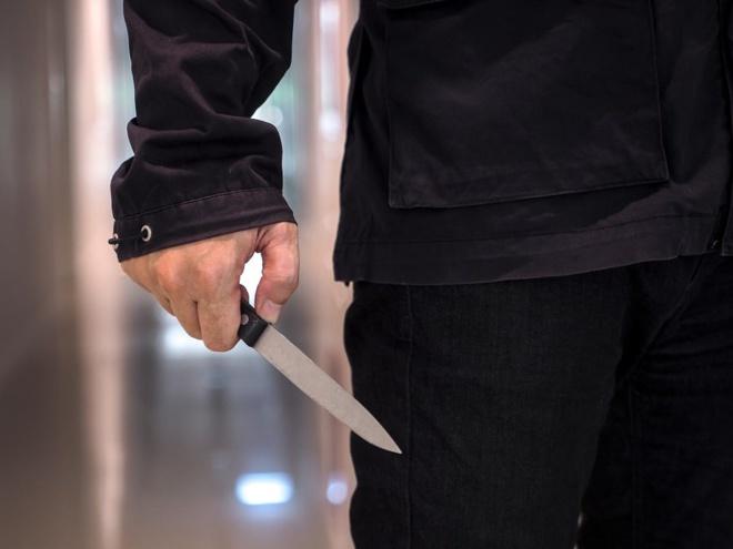Le jeune homme a été ortellement blessé par une arme blanche - Illustration © Adobe Stock