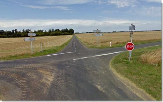La collision mortelle s'est produite à ce carrefour à Courdemanche (Google Maps)