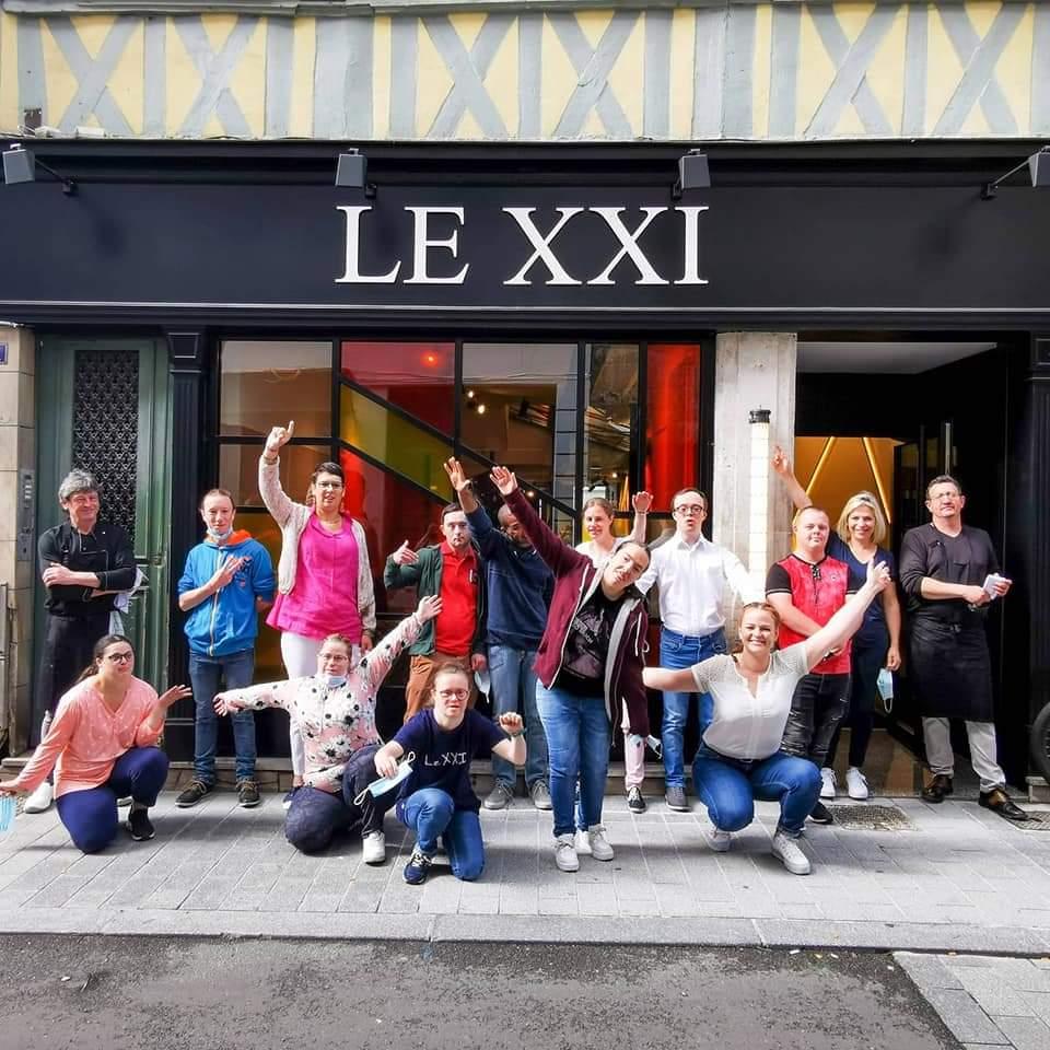 Restaurant adapté, Le XXI emploie douze personnes en situation de handicap  -Photo © Restaurant Le XXI / Facebook