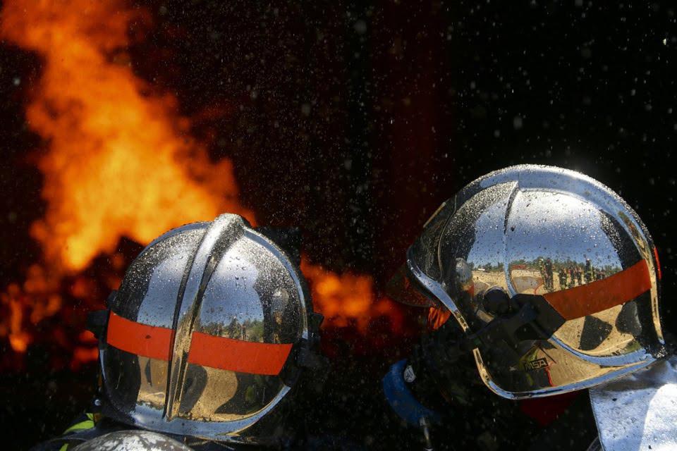 Le feu a été éteint avec une lance - illustration