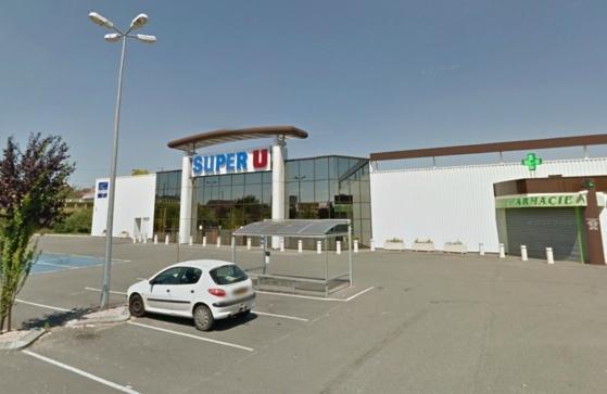Le supermarché, situé place Francisco Ferrer, s'apprêtait à fermer ce dimanche matin lorsqu'il a été attaqué (@Google Maps)